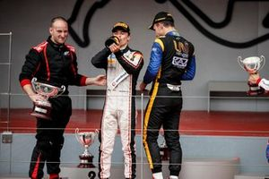 Race Winner Nyck De Vries, ART Grand Prix and Luca Ghiotto, UNI Virtuosi Racing celebrate on the podium with the champagne
