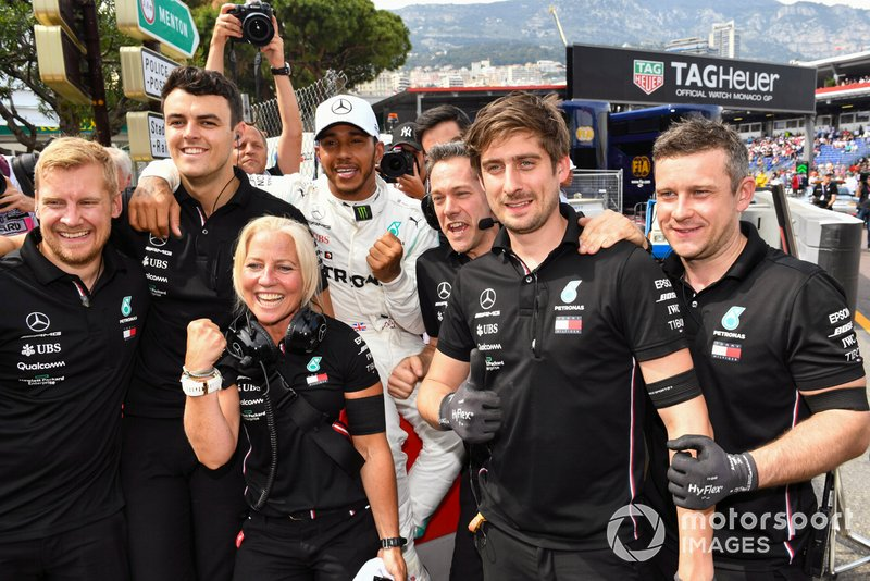 Lewis Hamilton, Mercedes AMG F1, festeggia la pole position