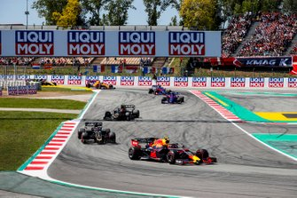 Pierre Gasly, Red Bull Racing RB15, leads Romain Grosjean, Haas F1 Team VF-19, Kevin Magnussen, Haas F1 Team VF-19, Daniil Kvyat, Toro Rosso STR14, and Alexander Albon, Toro Rosso STR14