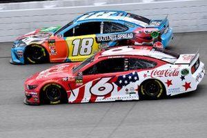 Ryan Newman, Roush Fenway Racing, Ford Mustang Coca Cola and Kyle Busch, Joe Gibbs Racing, Toyota Camry M&M's Hazelnut