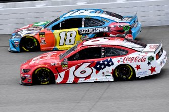 Ryan Newman, Roush Fenway Racing, Ford Mustang Coca Cola and Kyle Busch, Joe Gibbs Racing, Toyota Camry M&M's Hazelnut
