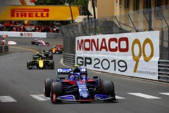 Alexander Albon, Toro Rosso STR14, Nico Hulkenberg, Renault R.S. 19 y Romain Grosjean, Haas F1 Team VF-19
