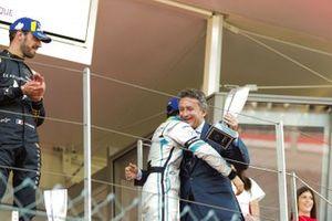 Podio: tercer lugar Felipe Massa, Venturi Formula E recibe el trofeo de parte de Alejandro Agag, CEO, Fórmula E