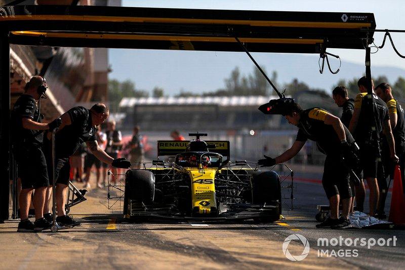 Jack Aitken, Renault R.S. 19 pit stop