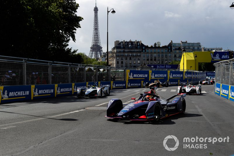 Robin Frijns, Envision Virgin Racing, Audi e-tron FE05, ahead of Felipe Massa, Venturi Formula E, Venturi VFE05, Maximillian Gunther, GEOX Dragon Racing, Penske EV-3, on the grid