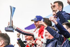 Robin Frijns, Envision Virgin Racing, 1st position, celebrates his maiden victory with the team