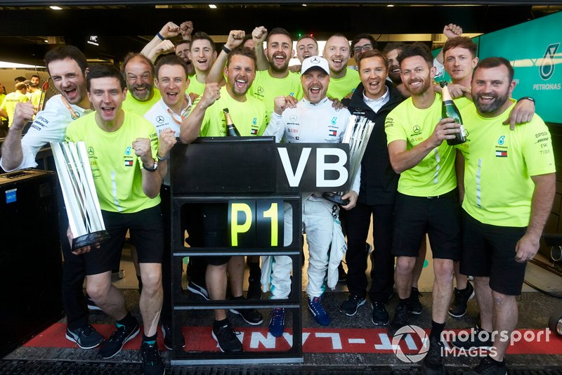 Valtteri Bottas, Mercedes AMG F1, 1st position, celebrates with his team