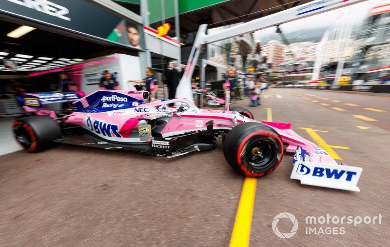 Sergio Perez, Racing Point RP19, lascia il garage