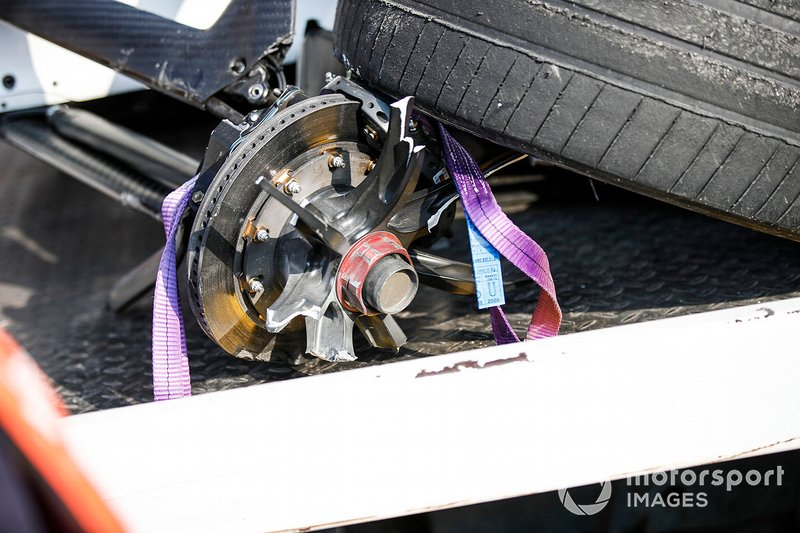 Neumático delantero izquierdo de Tom Dillmann, NIO Formula E Team, NIO Sport 004