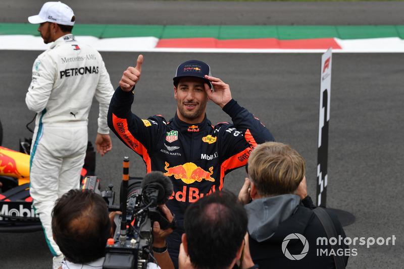 Le poleman Daniel Ricciardo, Red Bull Racing fête la pole position