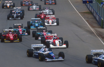 Nigel Mansell follows Damon Hill, Williams FW16B con Mika Hakkinen, McLaren MP4/9, Gerhard Berger, Ferrari 412T1B, Rubens Barrichello, Eddie Irvine, Jordan 194 y Johnny Herbert, Benetton B194, Martin Brundle, McLaren MP4/9
