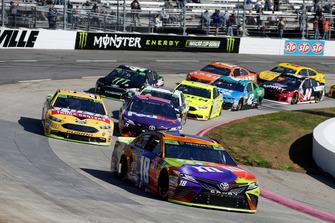 Kyle Busch, Joe Gibbs Racing, Toyota Camry M&M's Halloween, Clint Bowyer, Stewart-Haas Racing, Ford Fusion Rush Truck Centers