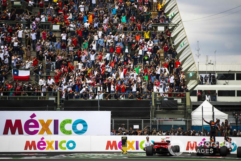 Max Verstappen, Red Bull Racing, primera posición, celebra su llegada a Parc Ferme