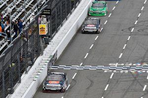 Todd Gilliland, Kyle Busch Motorsports, Toyota Tundra JBL/SiriusXM, Harrison Burton, Kyle Busch Motorsports, Toyota Tundra Morton Buildings