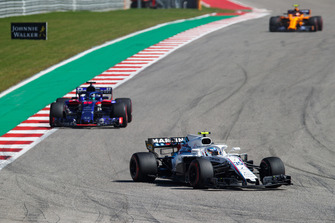 Sergey Sirotkin, Williams FW41, leads Brendon Hartley, Toro Rosso STR13