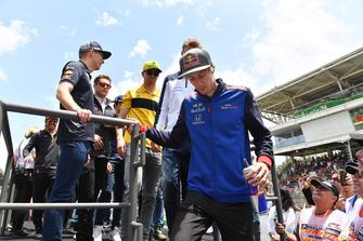 Brendon Hartley, Scuderia Toro Rosso, Sergey Sirotkin, Williams Racing, Nico Hulkenberg, Renault Sport F1 Team et Max Verstappen, Red Bull Racing lors de la parade des pilotes