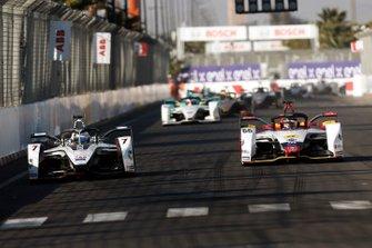 Jose Maria Lopez, GEOX Dragon Racing, Penske EV-3, battles with Daniel Abt, Audi Sport ABT Schaeffler, Audi e-tron FE05