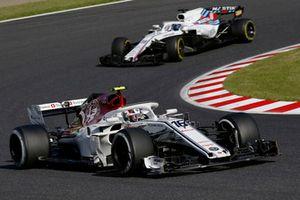 Charles Leclerc, Sauber C37 devant Lance Stroll, Williams FW41