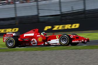 Felipe Massa i Ferrari podczas pokazów Legendy F1 z okazji 30. edycji wyścigu