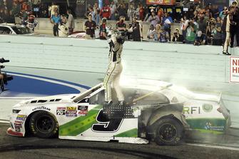 Tyler Reddick, JR Motorsports, Chevrolet Camaro BurgerFi celebrates