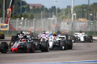 Kevin Magnussen, Haas F1 Team VF-18, Charles Leclerc, Sauber C37