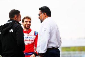 Руководитель Mahindra Racing Дилбах Гилл, гонщик Nissan e.dams Себастьен Буэми и пилот Mahindra Racing Жером д'Амброзио