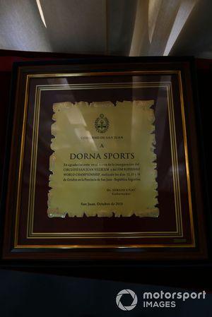 Placa de Dorna a Daniel Carrera