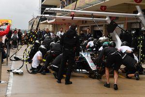 Il team Mercedes-AMG F1 fa pratica di pit stop