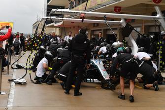 Mercedes-AMG F1 práctica de parada en boxes