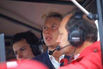 Mika Häkkinen, McLaren, mit Giorgio Ascanelli und Ron Dennis