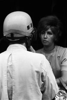 Гонщик Ferrari Рикардо Родригес и его жена Сара