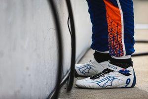 Scott Dixon, Chip Ganassi Racing Honda, shoes