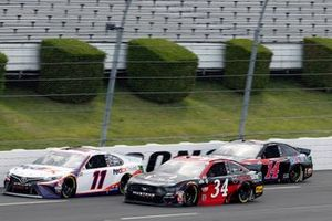 Denny Hamlin, Joe Gibbs Racing, Toyota Camry FedEx Ground and Michael McDowell, Front Row Motorsports, Ford Mustang