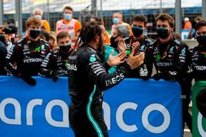 Lewis Hamilton, Mercedes-AMG Petronas F1, 1st position, celebrates with his team in Parc Ferme