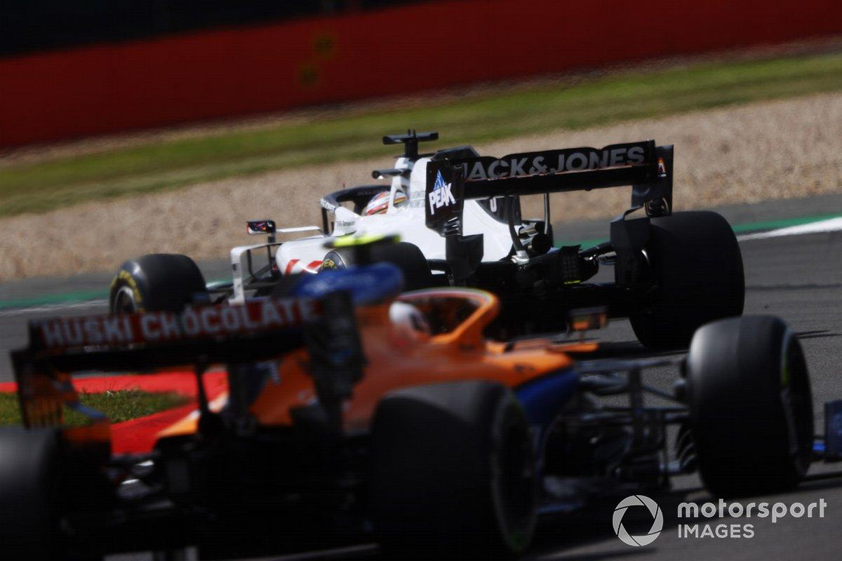 Romain Grosjean, Haas VF-20, Lando Norris, McLaren MCL35
