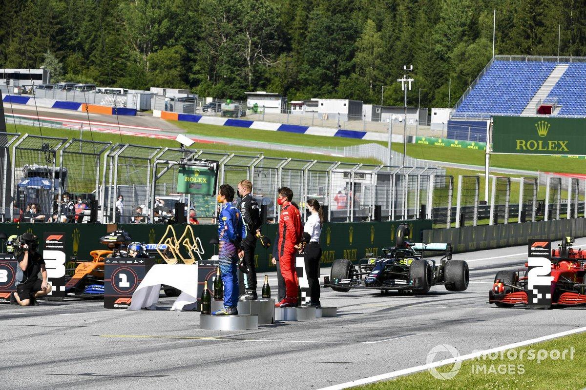 Podio: ganador de la carrera Valtteri Bottas, Mercedes-AMG Petronas F1, el segundo lugar Charles Leclerc, Ferrari, el tercer lugar Lando Norris, McLaren celebran