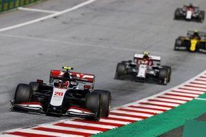 Kevin Magnussen, Haas VF-20 ve Antonio Giovinazzi, Alfa Romeo Racing C39