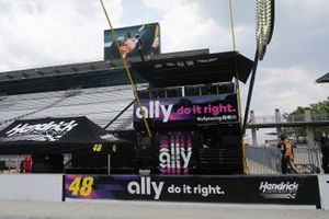 Justin Allgaier, Hendrick Motorsports, Chevrolet Camaro Ally pit stall