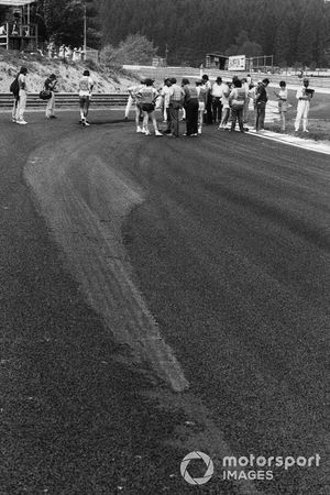 The race was cancelled after practice when the newly-laid track broke up due to the heat