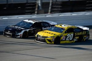 Erik Jones, Joe Gibbs Racing, Toyota Camry, Aric Almirola, Stewart-Haas Racing, Original Ford Mustang