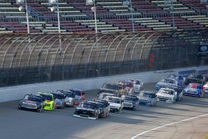Chandler Smith, Kyle Busch Motorsports, Toyota Tundra JBL and Brett Moffitt, GMS Racing, Chevrolet Silverado green flag start