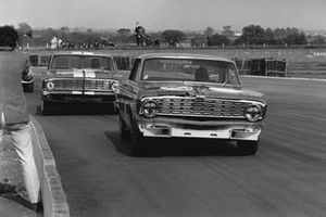 David Hobbs, Ford Falcon Sprint, leads Brian Muir, Ford Falcon Sprint
