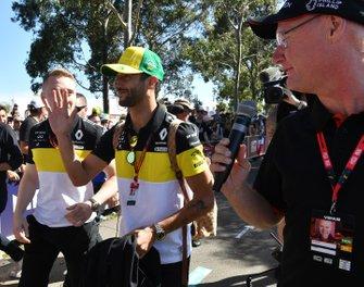 Daniel Ricciardo, Renault F1 arrives at the track