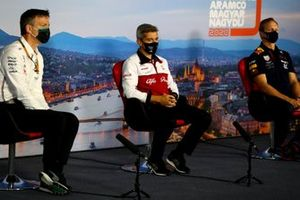 Технический директор команды Mercedes AMG Джеймс Эллисон, руководитель группы инженеров на Гран При Alfa Romeo Хеви Пухолар и ведущий инженер Red Bull Racing Пол Монаган