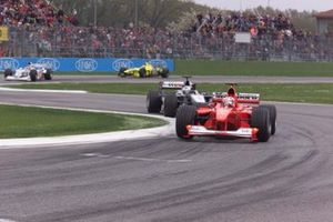 Rubens Barrichello, Ferrari F1 2000 leads David Coulthard, McLaren MP4/15 Mercedes