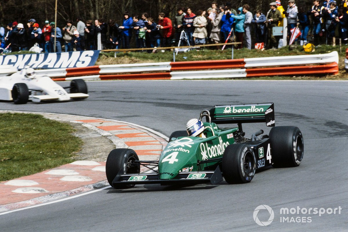 Danny Sullivan, Tyrrell 011 Ford, leads Alan Jones, Arrows A6 Ford