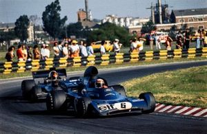 Jackie Stewart, Tyrrell 005 Ford leads Emerson Fittipaldi, Lotus 72D Ford