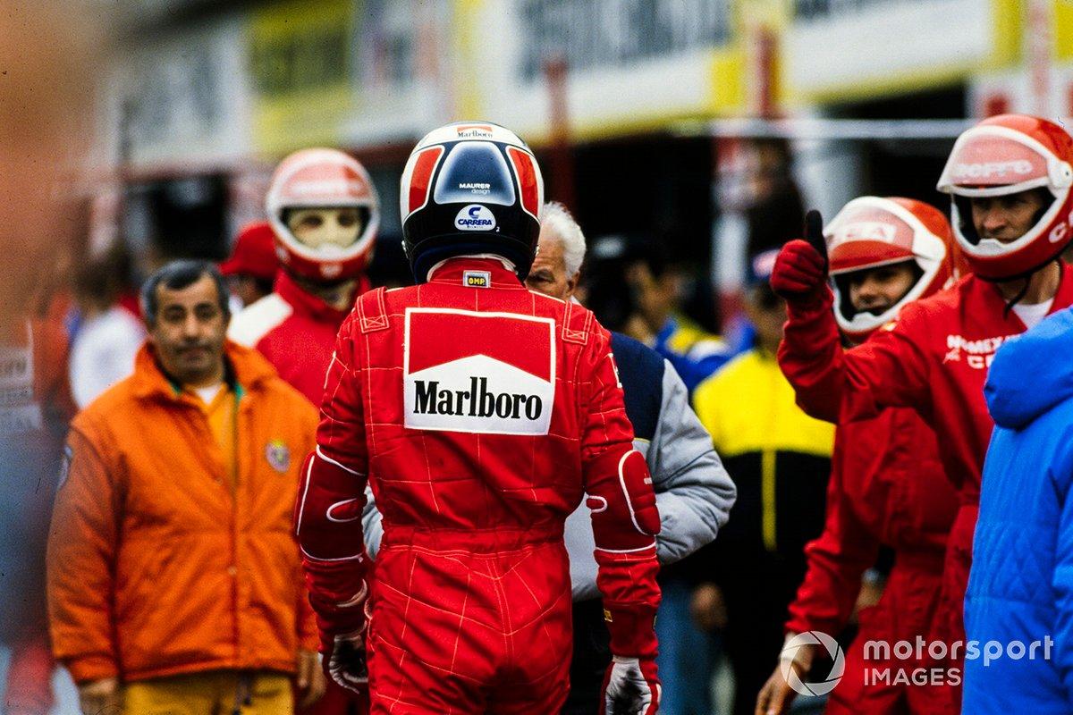 Gerhard Berger no paddock