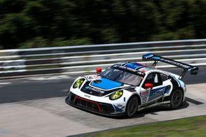 #19 KCMG Porsche 911 GT3 R: Alexandre Imperatori, Edoardo Liberati, Josh Burdon