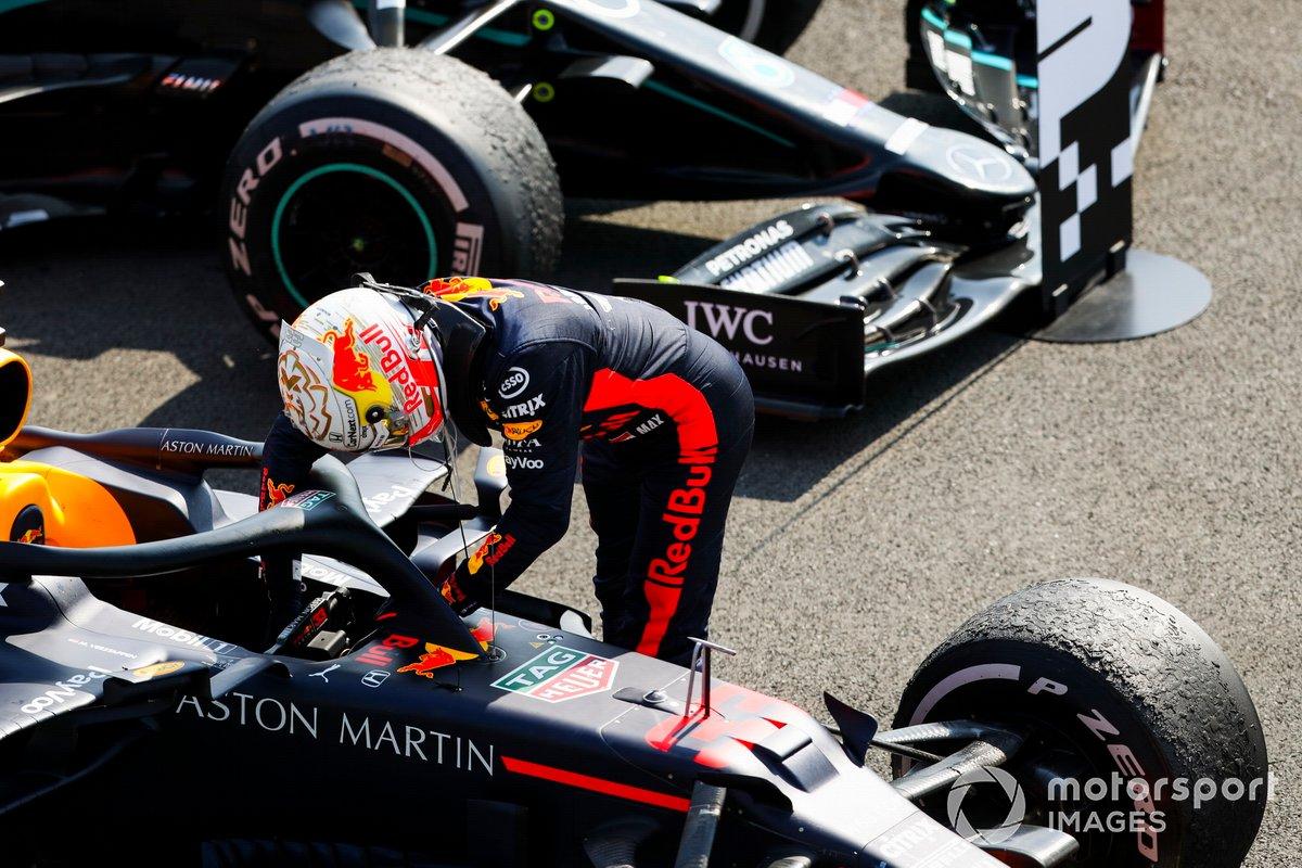 Il vincitore della gara Max Verstappen, Red Bull Racing nel Parc Ferme